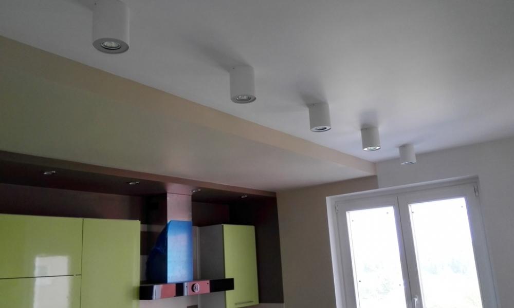 Натяжные потолки,монтаж  комбинированных потолочных конструкций